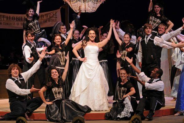 Broadways Jen Burleigh-Bentz as Annie