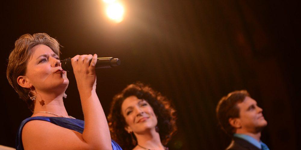 Joanna sings Karen